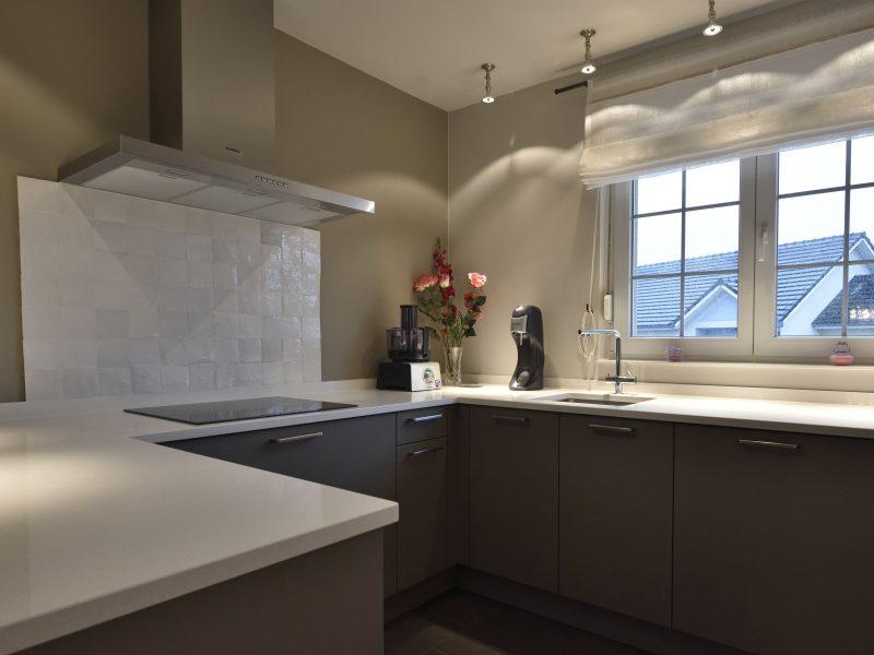 Relooking cuisine, salon, salle à manger, couloir et entrée